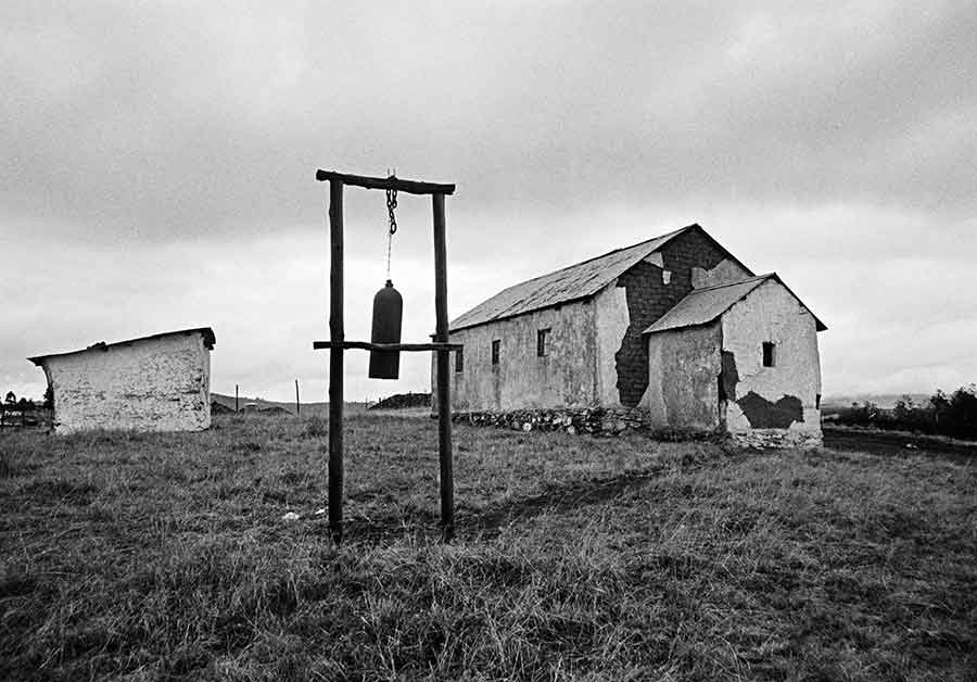 ANDREW TSHABANGU, The Evidence of Things, commissariat de Simon Njami, Church Bell, série Emakhaya, 2003